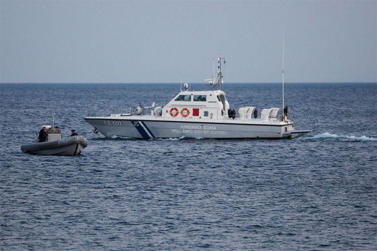 Σκάφος και φουσκωτό του Λιμενικού Σώματος (ΦΩΤΟ ΑΡΧΕΙΟΥ)